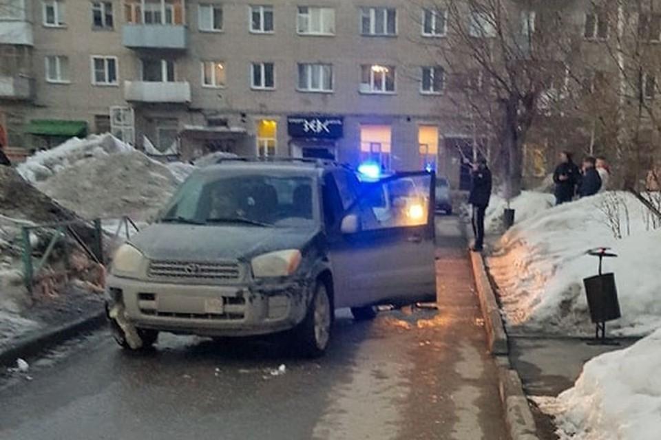 Пешеход попал под колеса автомобиля во дворе дома. Фото: vk.com/act54