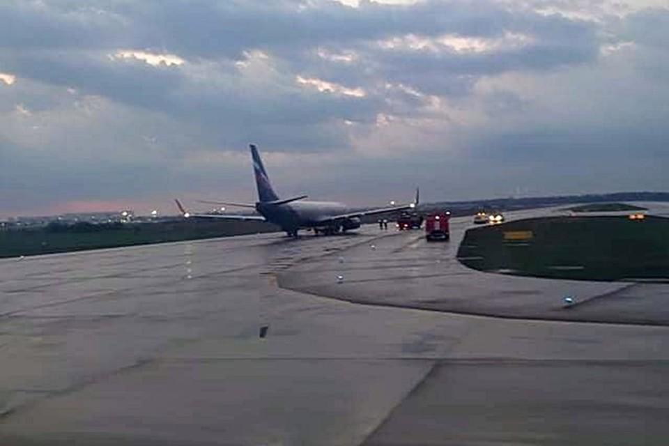 """Самолет с неисправными закрылками. Фото предоставлено """"Комсомольской правде"""" - Кубань"""" пресс-службой аэропорта Краснодар"""