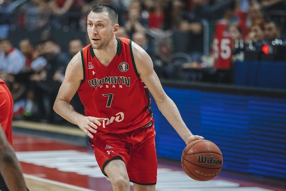 Баскетболист Виталий Фридзон передал деньги, которые он выиграл, Клинцовскому дому ребенку и местному приюту для подростков. Фото: sovsport.ru.
