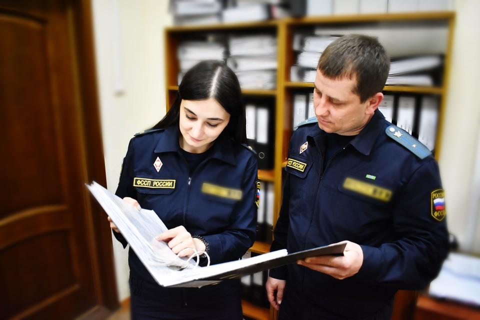 Общая сумма задолженности составила 993 тысячи рублей. Фото пресс-службы УФССП России по Белгородской области.