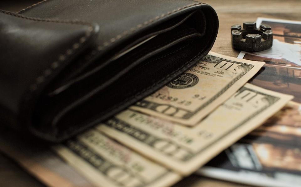 Курс доллара вырос почти на 2 тенге