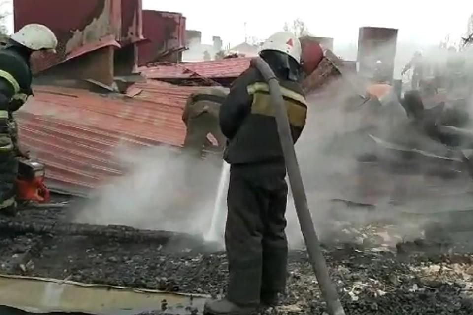 Крыша дома выгорела полностью.