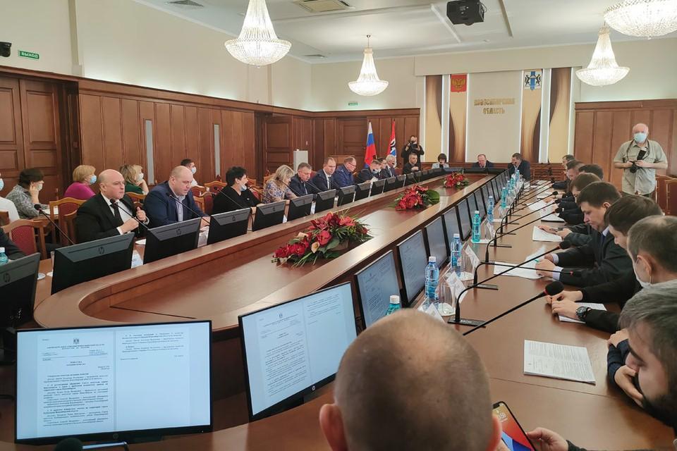Депутаты, чиновники и общественники обсудили проблему запахов в городе.