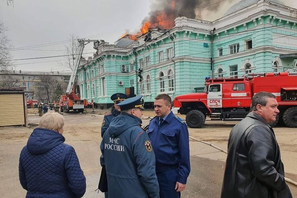 На тушение пожара наивысшей категории сложности ушло 2,5 часа. Фото: прокуратура Амурской области