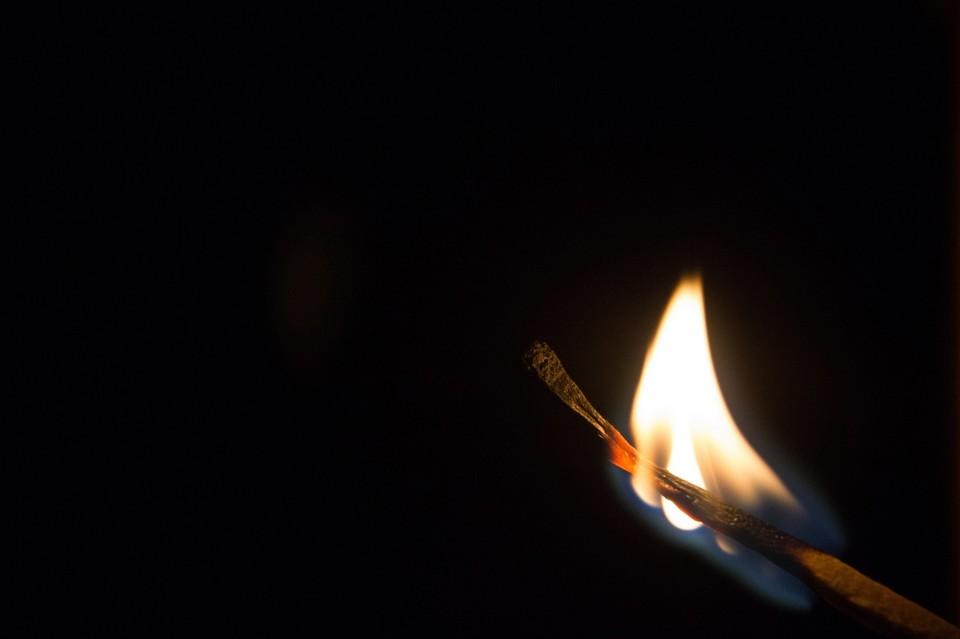 Предварительной причиной пожара считают факт неосторожного обращения с огнем в нетрезвом состоянии