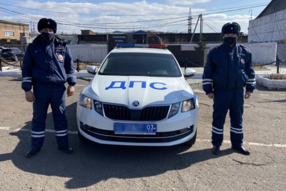 Инспекторы Николай Зеленкин и Дмитрий Дондоков. Фото: ГУ МВД России по Бурятии