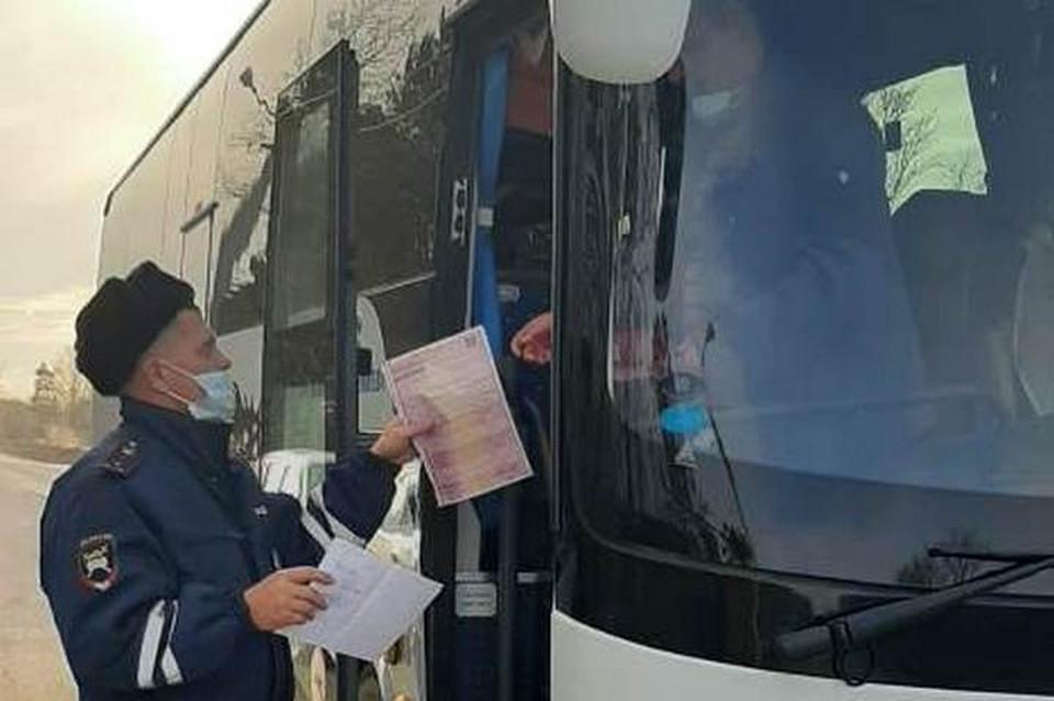 В Вяземском районе полицейские выявили 19 нарушителей среди водителей автобуса и таксистов