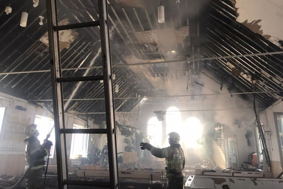 Пожар произошел в двухэтажном доме. Фото: МЧС.