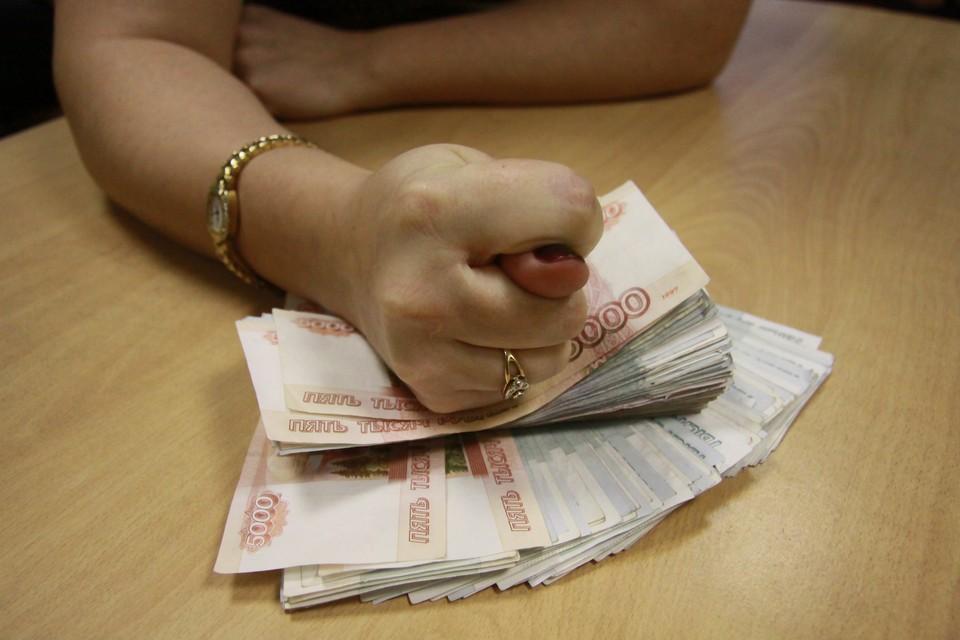 Пенсионер внес на валютный счет 400 тысяч, но получить заработанное так и не смог