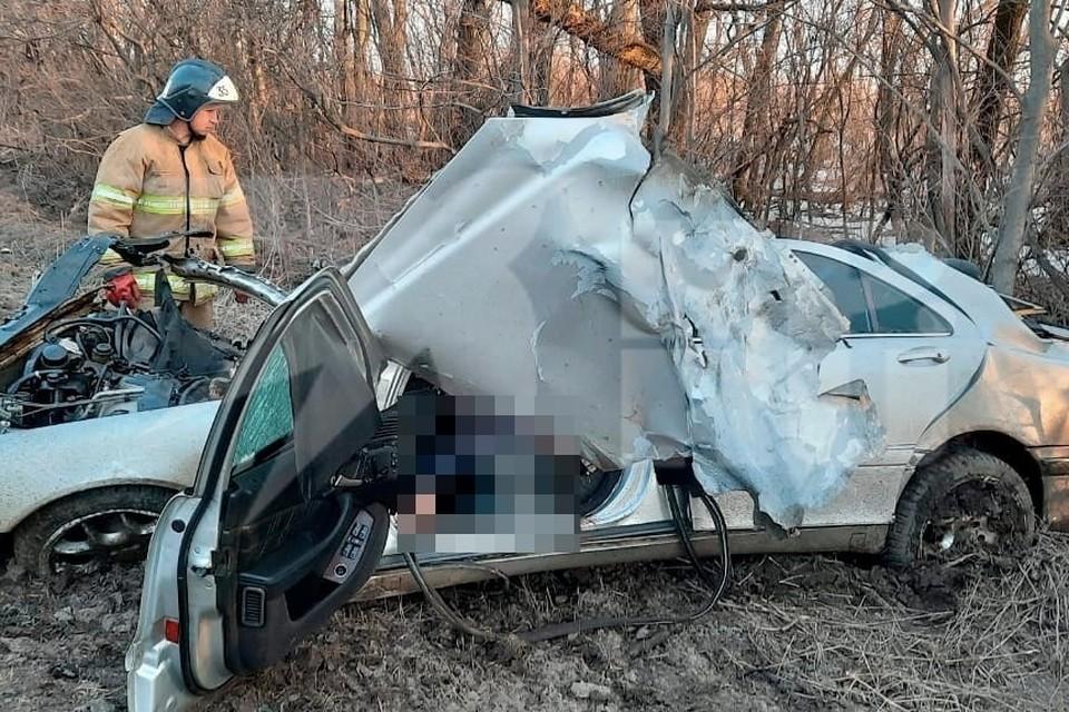 Выжить после такого столкновения в Mercedes никто не мог.
