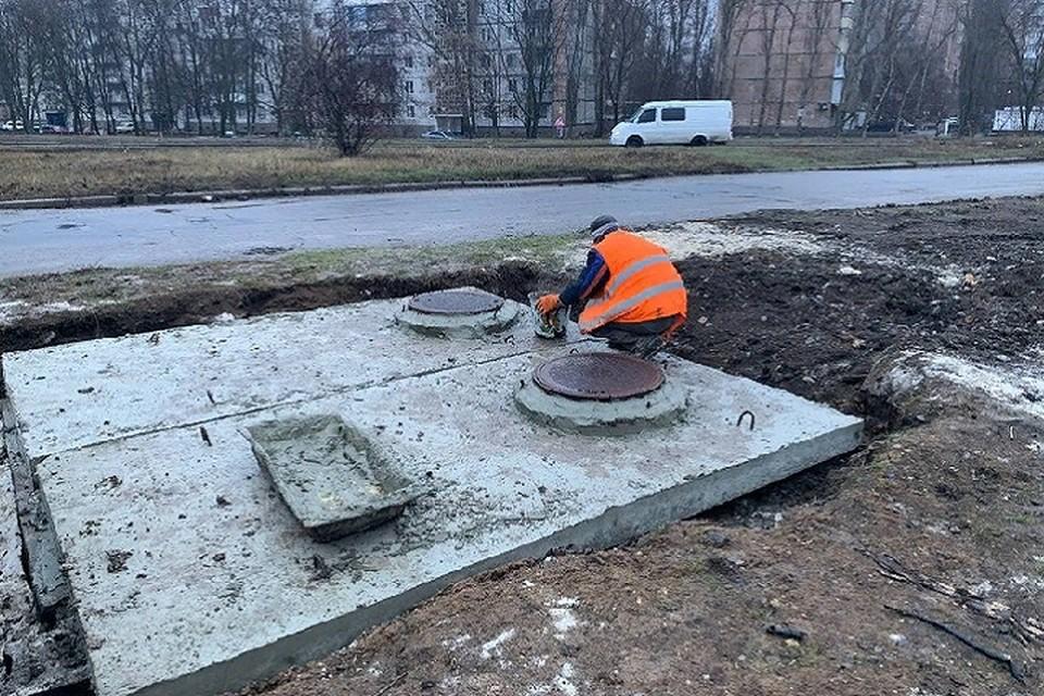 С наступлением теплой погоды ремонтники приступят к восстановлению асфальтового покрытия, поврежденного при замене водопроводных сетей. Фото: сайт администрации города Донецка