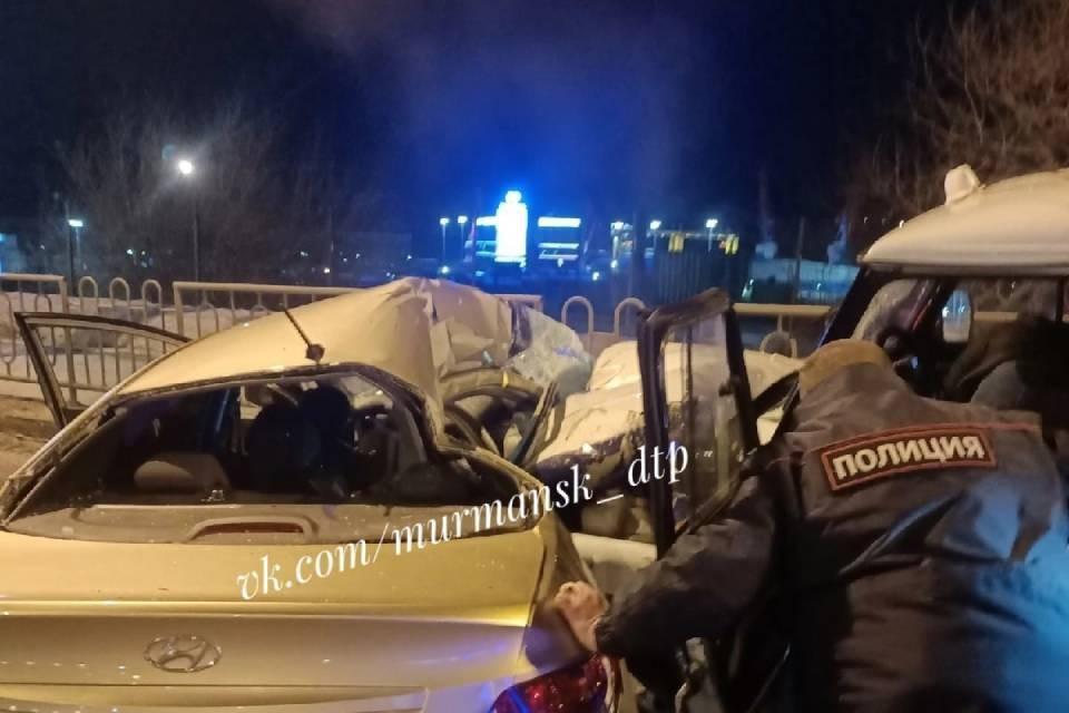 В ДТП погиб водитель Hyundai Solaris. Фото: vk.com/murmansk_dtp