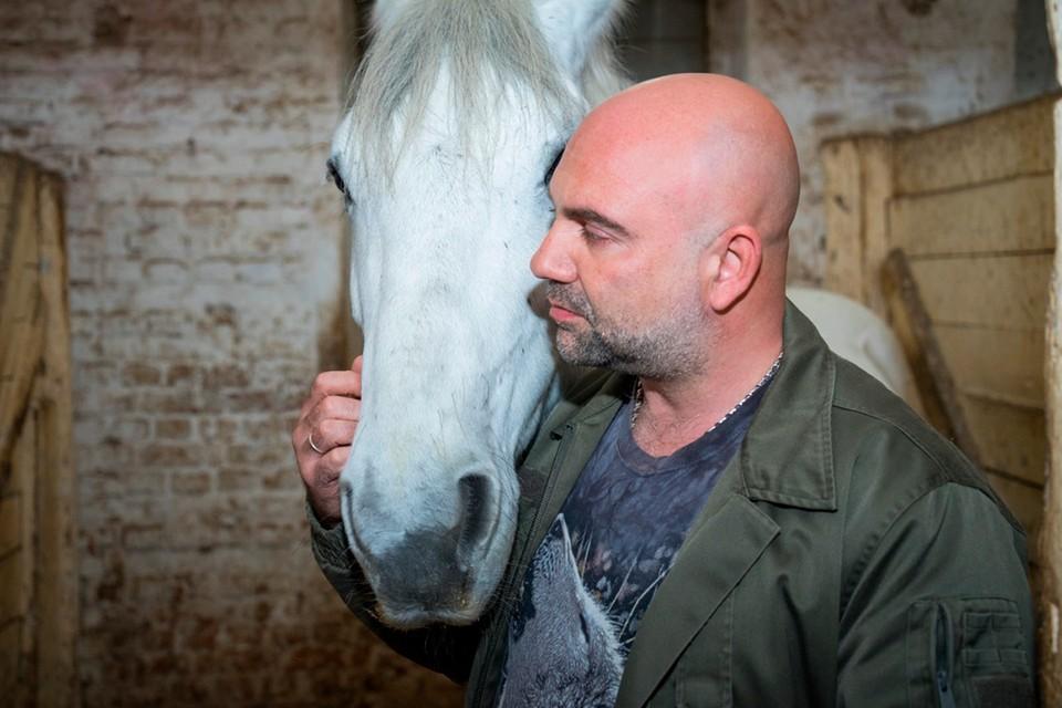 Спасение лошадей – достойно огромного уважения. Фото: Максим Манюров