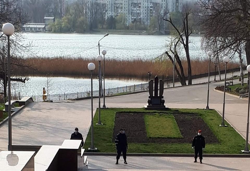 В парки Кишинева просто так было не зайти. Фото: Владимир Попов.