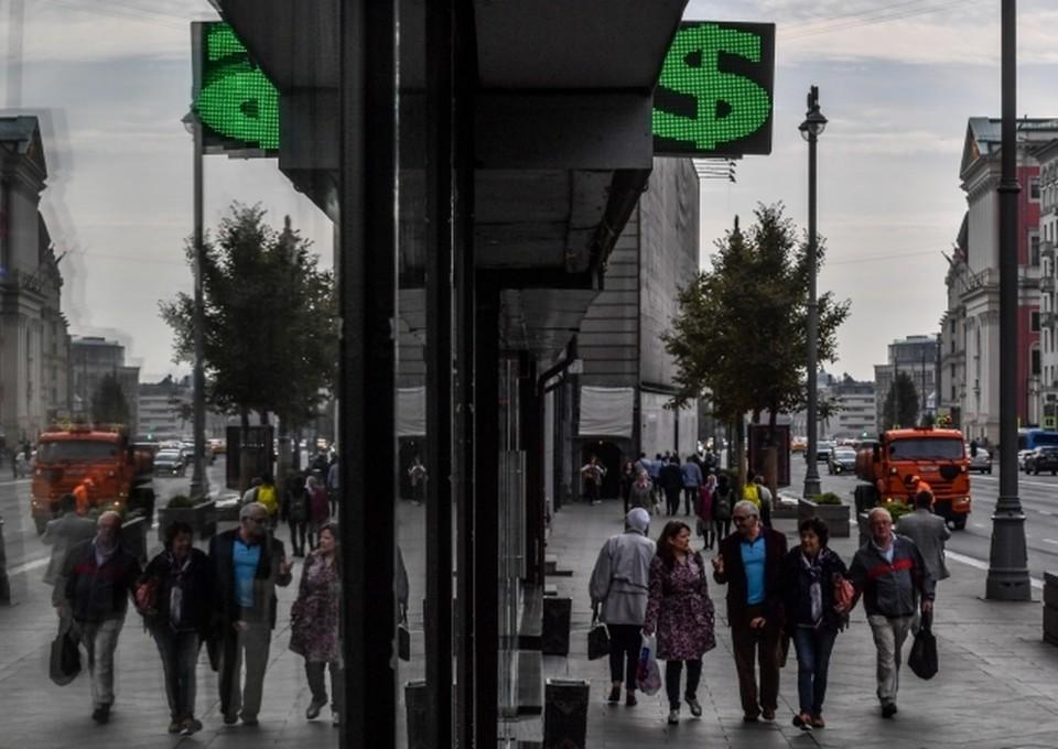 Курс доллара на Мосбирже достиг 77 рублей