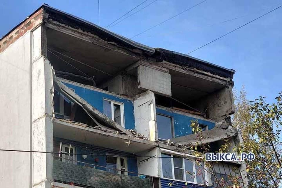 Дом в Выксе отказываются признавать аварийным, несмотря на обрушившиеся балконы. Фото: Выкса.рф