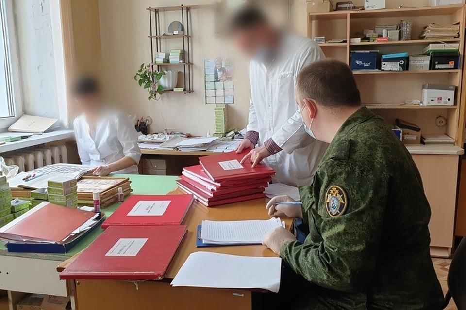За два месяца нелегальной деятельности подозреваемые ввели в заблуждение более 80 человек и получили свыше 400 тысяч рублей