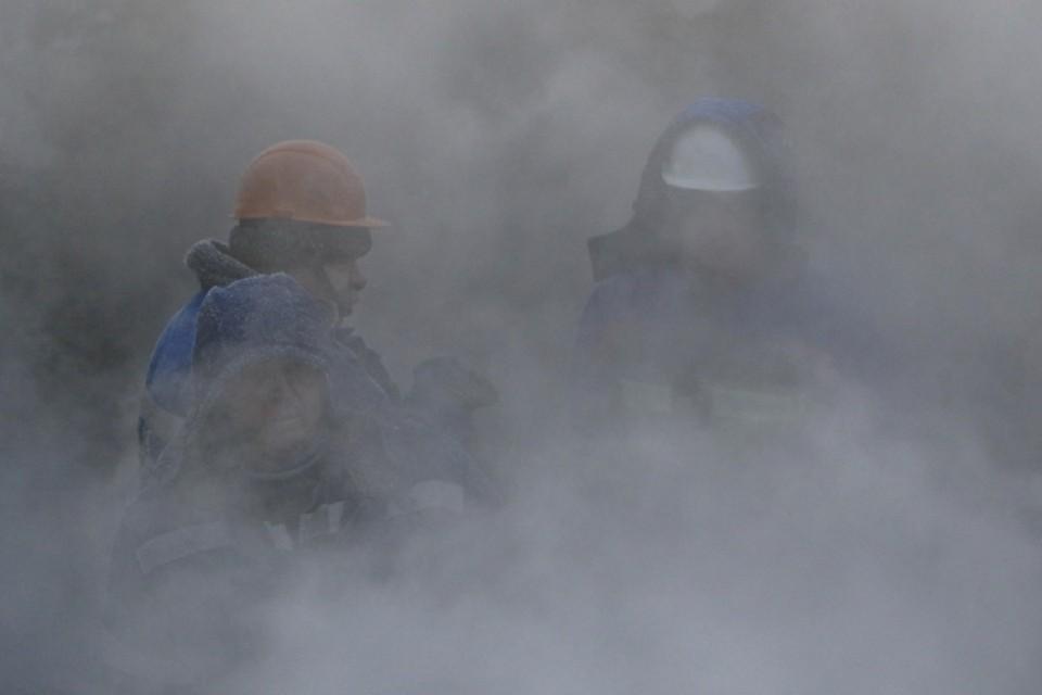 Из-за аварии на теплотрассе 65 домов в Новосибирске остались без горячей воды и отопления.