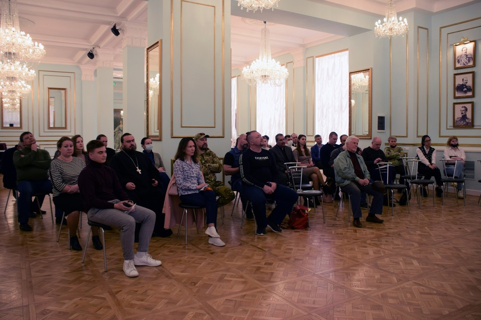 Форум проходил в Екатерининском зале Дома офицеров Черноморского флота