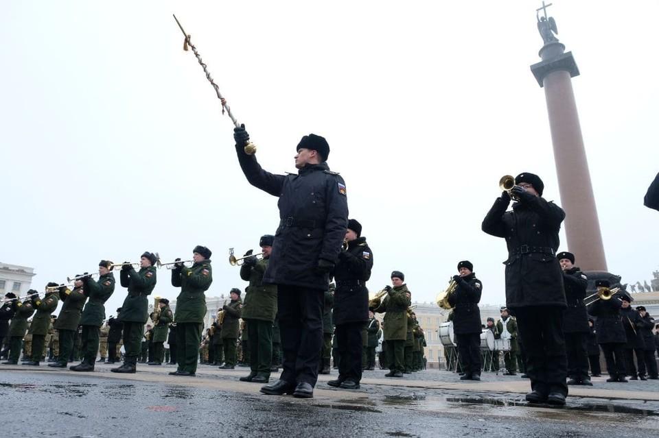 На Дворцовой площади состоялась репетиция сводного военного оркестра к 9 мая