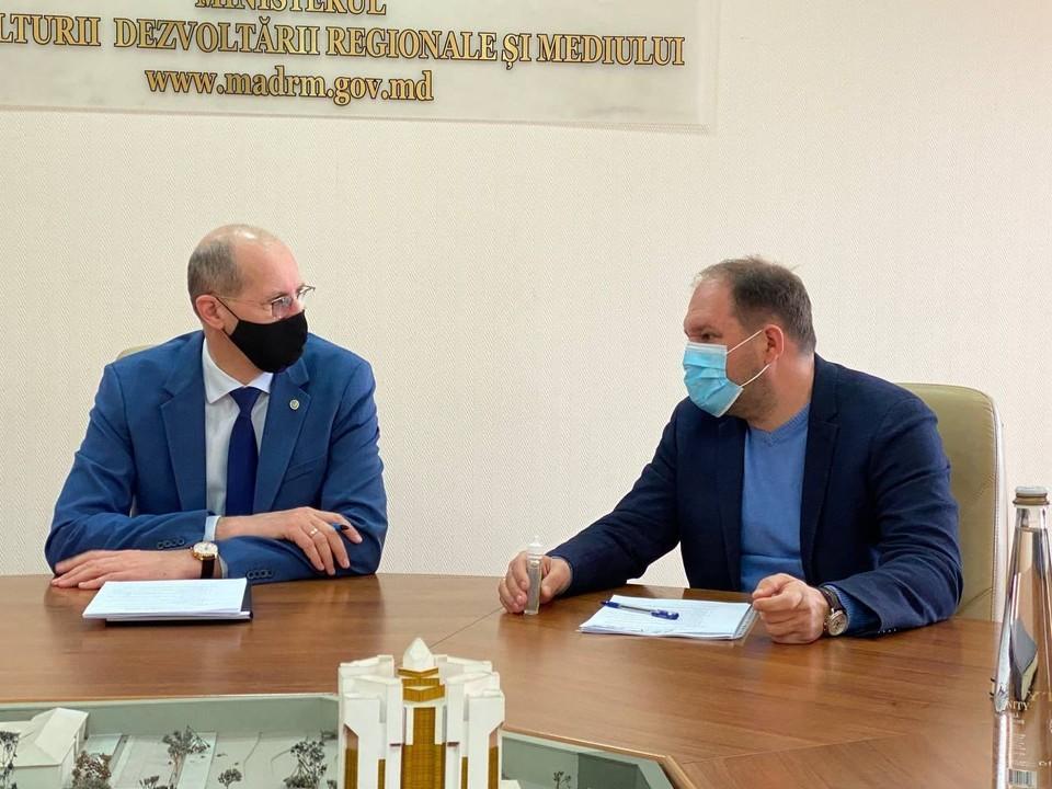Мэр Кишиневе и министр обсудили вопросы экологии молдавской столицы (Фото: сайт Иона Чебана).