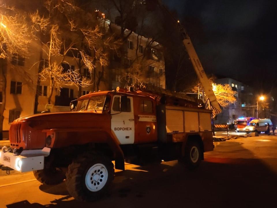 На место ЧП выехали 12 пожарных машин