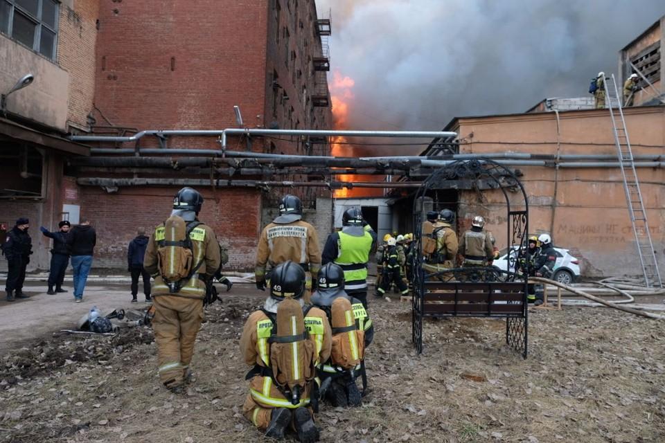 """Пожар на """"Невской мануфактуре"""" удалось локализовать."""