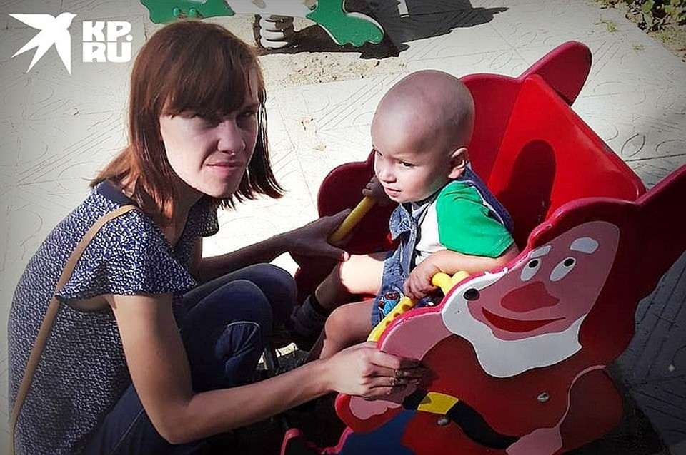 Мать пострадавшего ребенка переживает, что у сына после случившегося будут серьезные проблемы со здоровьем.