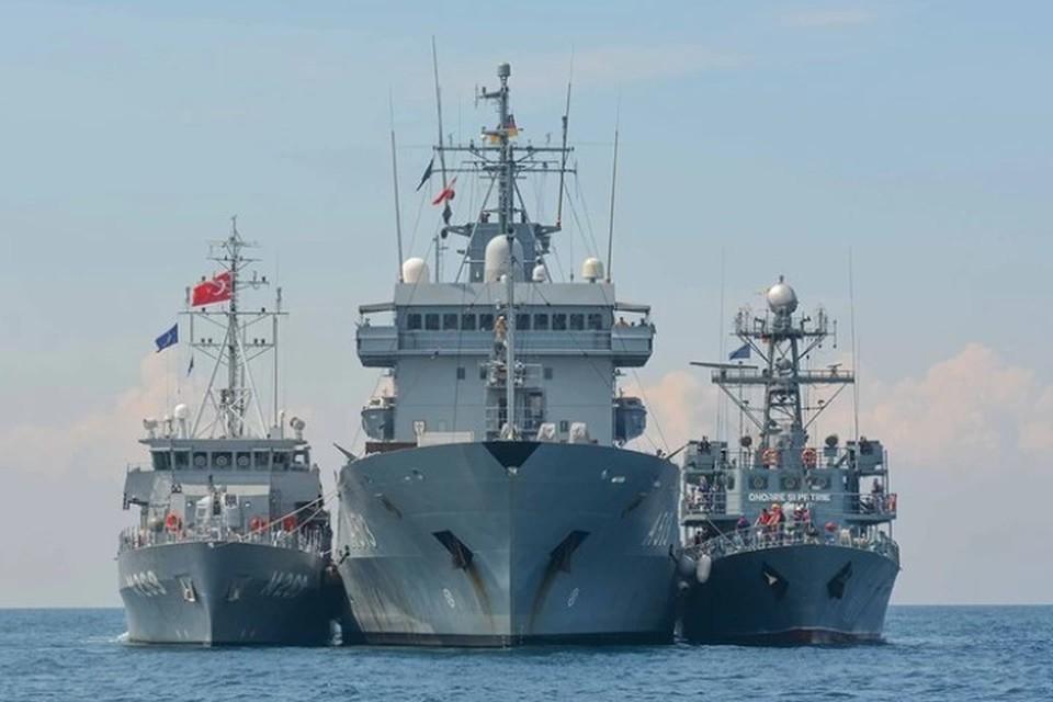 По мнению политолога, закрытая акватория для иностранных военных кораблей – отличная демонстрация России своих возможностей
