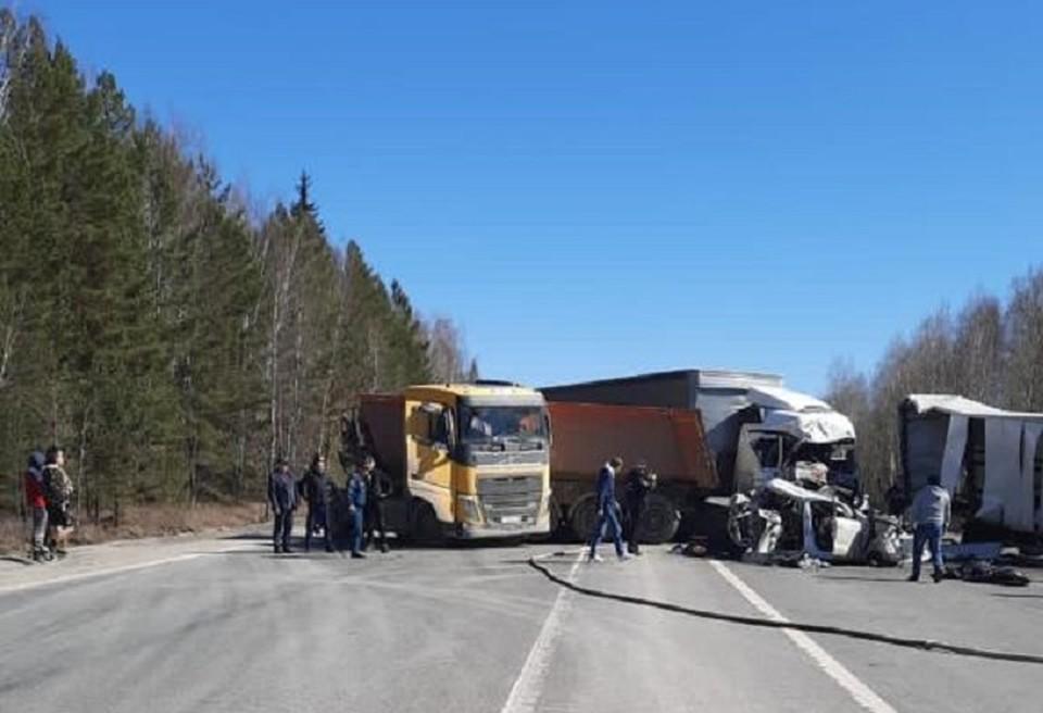 В ДТП пострадали четыре человека. еще один погиб. Фото: пресс-служба прокуратуры Свердловской области