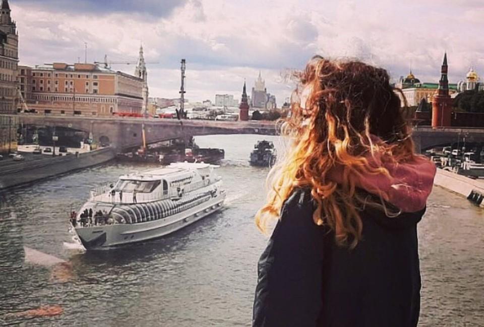 Соню периодически приглашают в Москву, но жить она предпочитает в тихой сибирской глубинке.