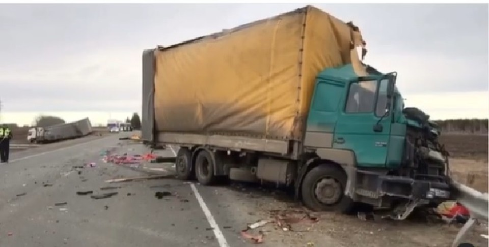 Водитель погиб в ДТП с Камазом, фурой и грузопассажирской машиной на трассе Сибирь. Фото: gibdd.38