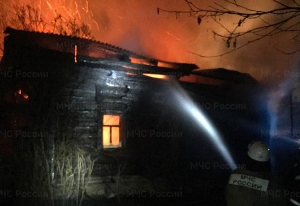 Пожар начался примерно в 20 часов