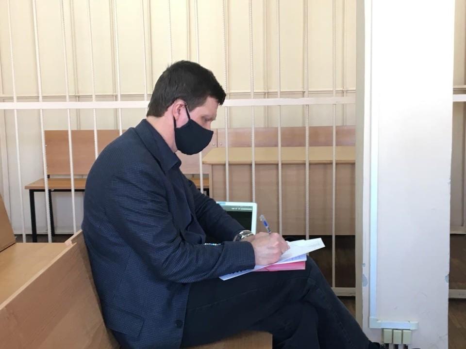 Андрей Пязок приходит на заседания одетым с иголочки.