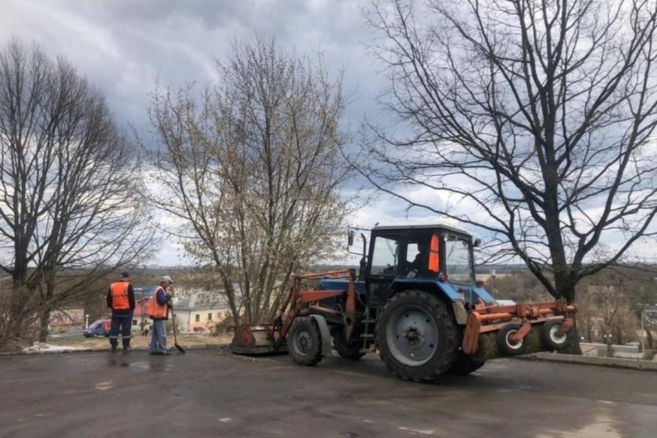 В Брянске во вторник, 20 апреля, начали работы на месте будущего сада памяти у торгового центра «Дубрава». Пресс-служба брянской городской администрации.