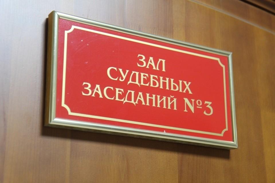 Молодую учительницу в Шелехове будут судить за кражу телефона у школьника