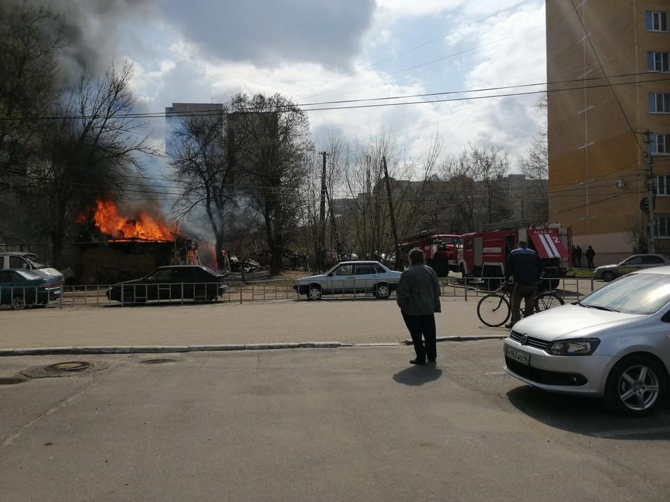 Пожар тушили 25 человек, восемь единиц техники