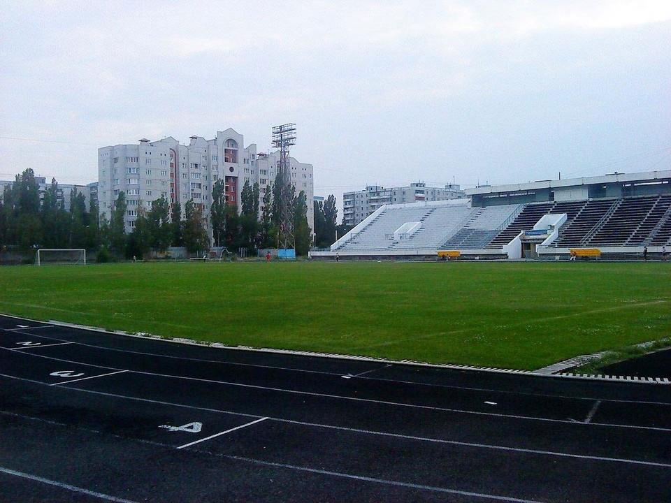 """На стадионе """"Факел"""" одноименной футбольной команде, если и суждено будет сыграть, то очень нескоро."""
