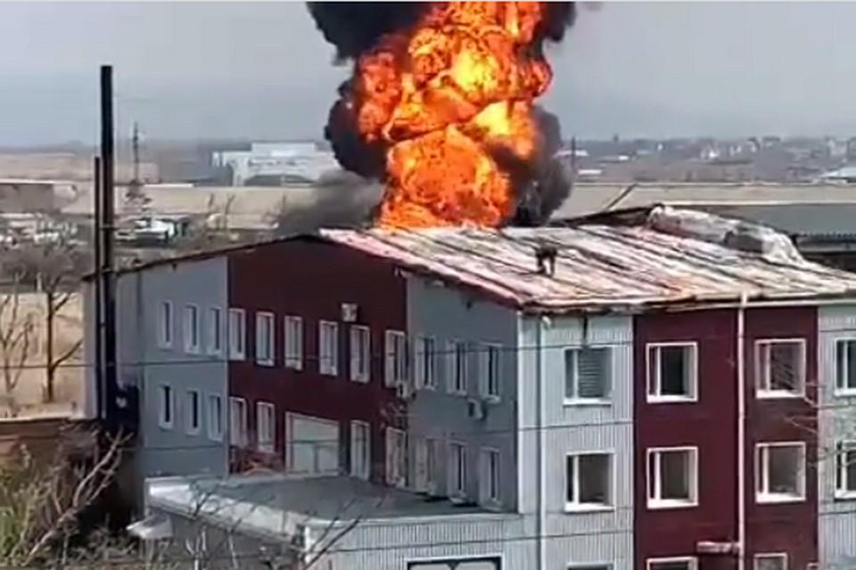 По словам очевидцев, в том районе загорелся бензовоз.