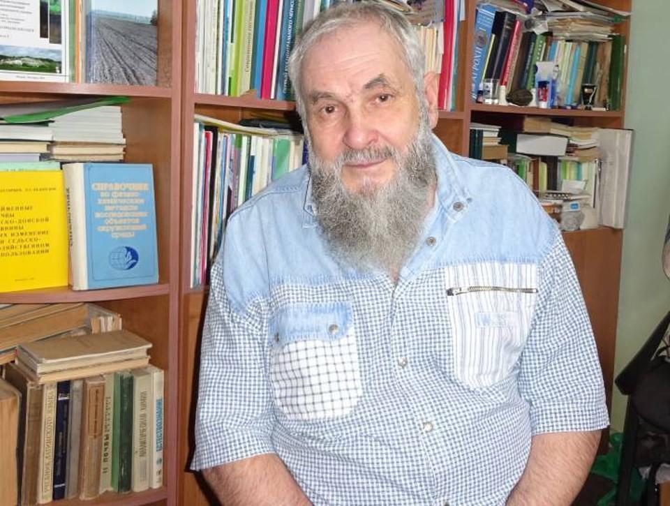 """Профессор Константин Стекольников: """"Нельзя давить землю колесными тракторами и бездумно разбазаривать чернозем""""."""