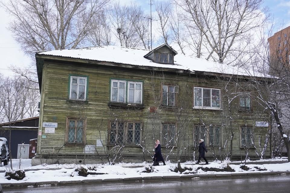 В Свердловском районе еще много старого жилья.