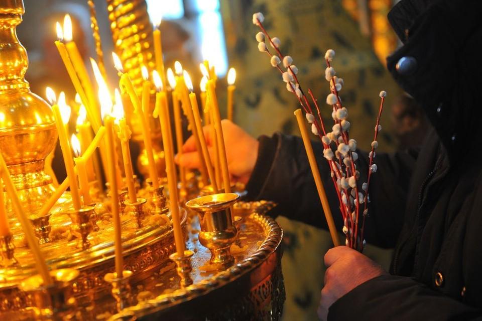 Службы в храмах начнутся с 6.30.