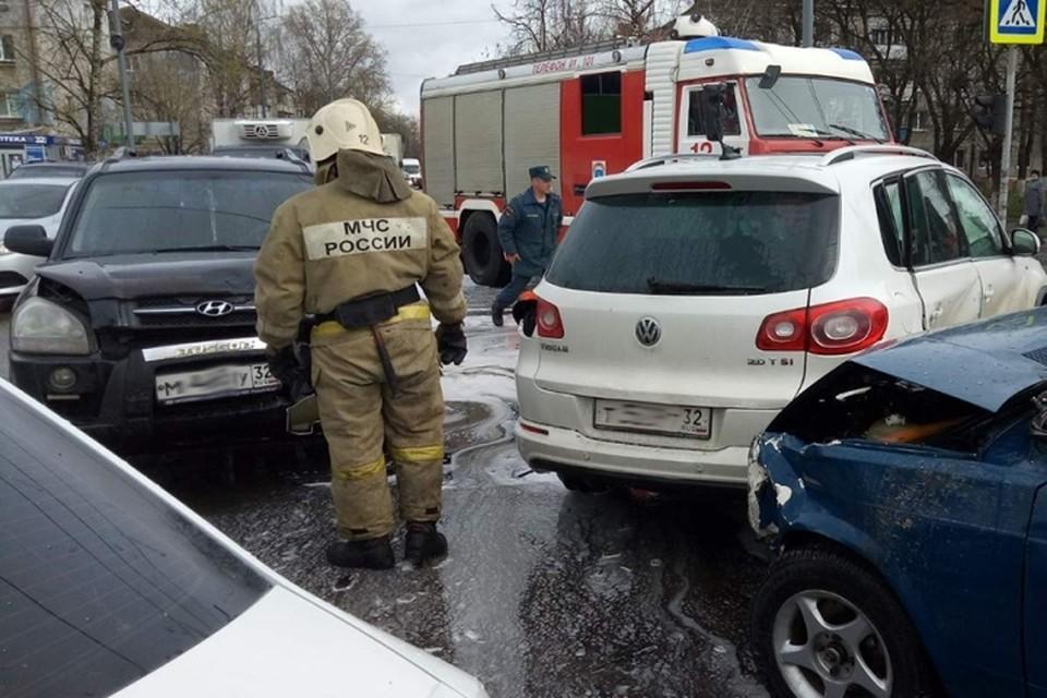 В Брянске на улице Литейной столкнулись три машины.