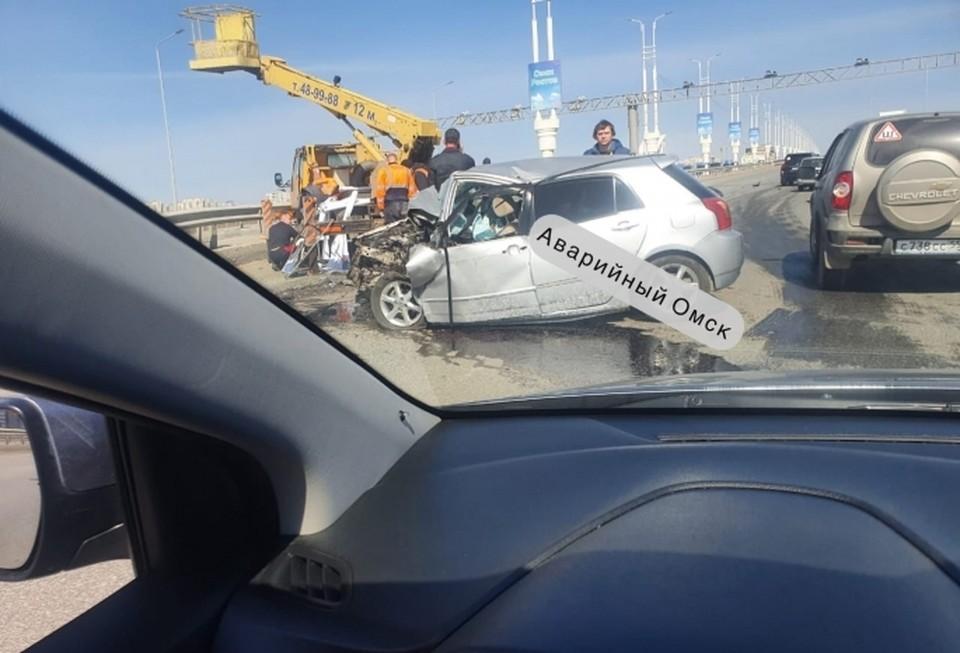 Водитель иномарки погиб на месте.