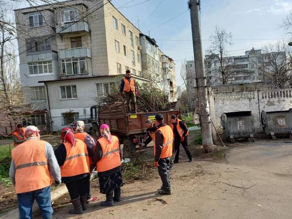 Столичный градоначальник обратился к гражданам с призывом не мусорить на улицах города и думать о сотрудниках ЖКХ. Фото: Facebook (Ion Ceban)