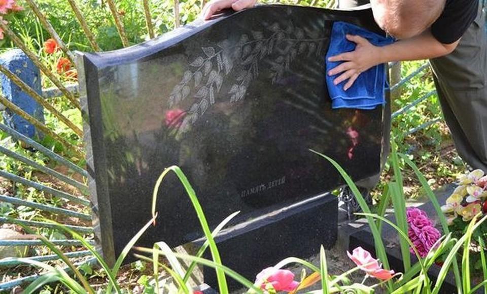 Подготовка могил к пасхальным праздникам идет полным ходом. Фото: соцсети