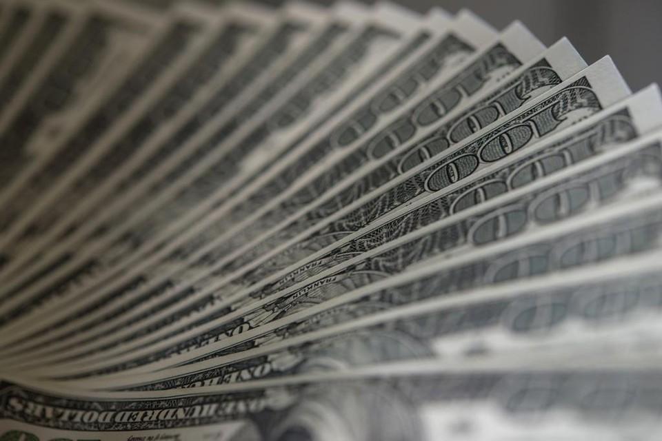 Американская валюта продолжает дешеветь