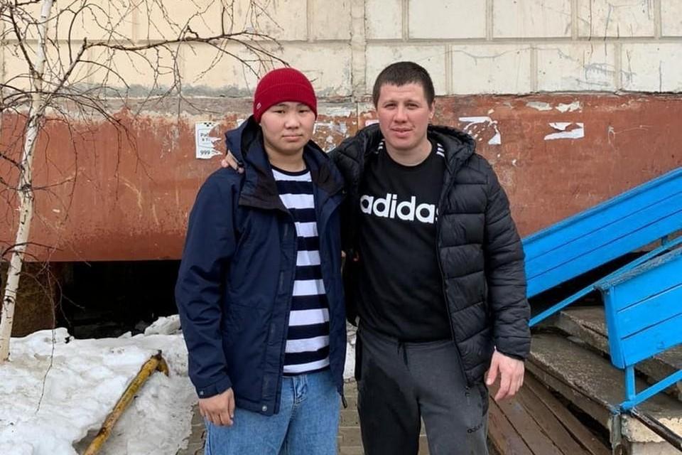 Владимир Ершов кинулся спасать детей, не раздумывая. В этот момент у полыньи были уже школьники. Фото: соцсети