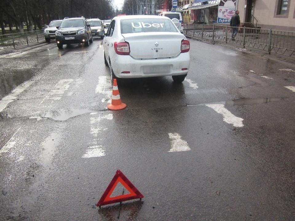 Пешеход очутилась под колесами иномарки прямо на переходе