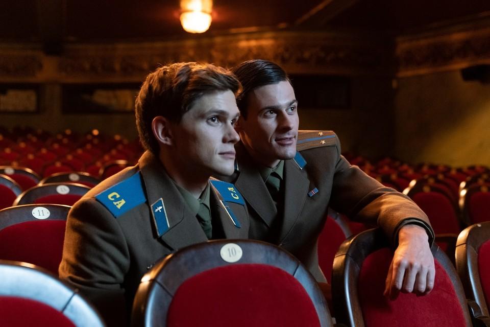 В фильме «Жар-птица» главные роли влюбленных в друг друга солдат сыграли украинец и англичанин